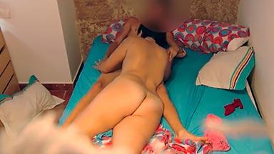 Enfermera española se folla a un chico joven en cámara oculta