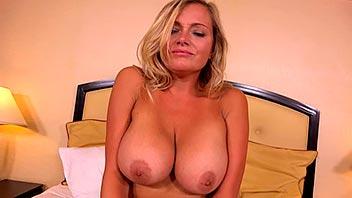 Madura tetona graba su primer vídeo porno
