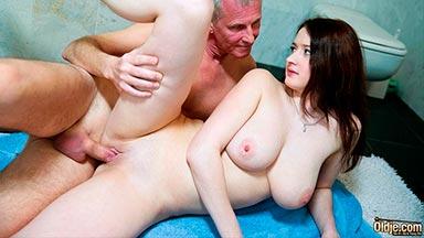 Novia hace cornudo a su novio follando con su padre