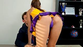 Porrista cachonda folla al entrenador antes de clases