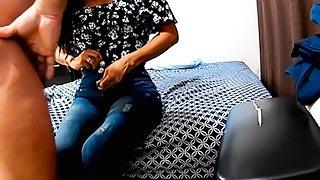 Profesor se lleva a una alumna a su casa y se la folla