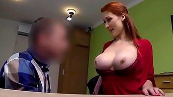 Zorra tetona follando por dinero con su jefe